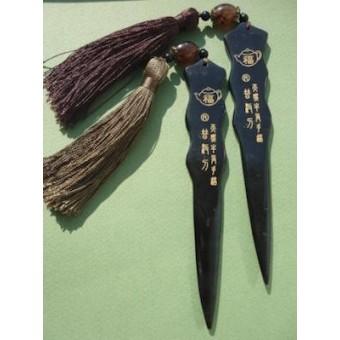 Купить Чёрный костяной нож с кисточкой
