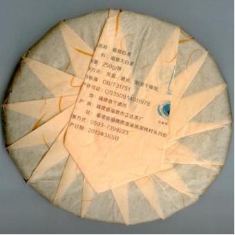 Прессованный выдержанный белый чай Лида «Лао Бай Ча» блин 250г 2013г