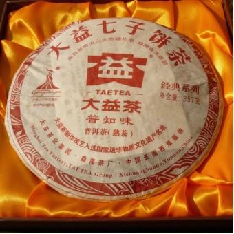 Чёрный шу пуэр ДаИ Пу Чжи Вэй «Вкус известный всем» блин 357гр. 2010г.