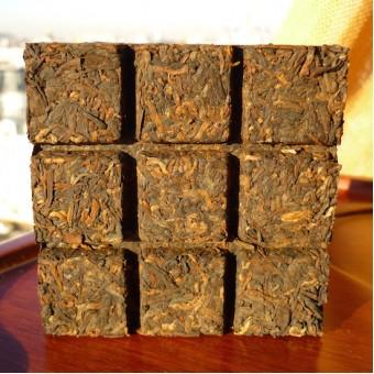 Чёрный шу пуэр ДаИ «Фанча 99» в форме шоколадной плитки 81гр. 2010г.