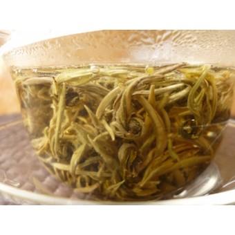 Зелёный чай Люй Лун Чжу «Зелёная жемчужина»