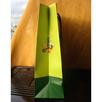 Зелёный подарочный пакет, среднего размера